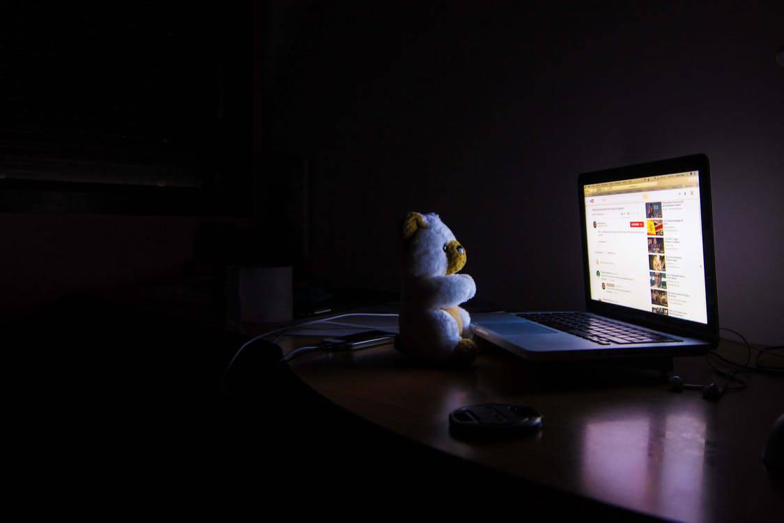 [Otras características |] Vea lo que el niño está haciendo en la computadora
