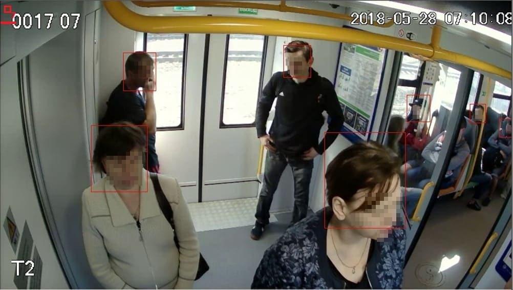 [Otras características |] Mostrador de pasajeros en transporte público